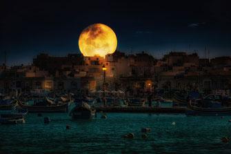 Vollmond über Marsaxlokk -Malta