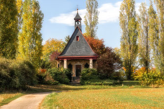 Kleine-Kapelle-im-Park-weicher-Focus