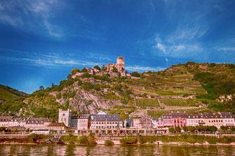 Blick nach Sankt Goarshausen mit der Burg Katz im Hintergrund