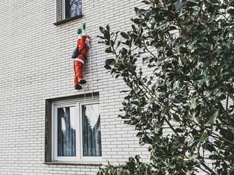 Finde Überbleibsel von Weihnachten - von Jürgen Naß