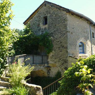 Le gîte des Valettes à la Fabarède fait partie d'un corps de ferme à Saint-Jean-du-Bruel restauré pour l'accueil de 6 personnes