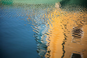 JESSICA BACKHAUS, I wanted to see the world #47, 2010, C-Print, 40,6 x 58 cm, Ex.: 1/8, € 3.400,-- (o. R.), € 3.600,-- (m. R.)