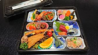 法事やお食事会などに・・・3,240円(税込)お弁当一例(要予約)