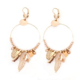 gipsy gwapita boucles d'oreilles earrings grosses belles créateurs perles pampilles breloques chic fin raffiné doré nude beige couleurs plume pompon