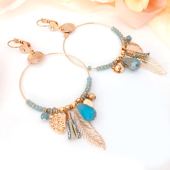 gipsy boucles d'oreilles gwapita caraibe turquoise pale creole perles pampilles breloques plume pompon