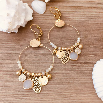 boucles d'oreilles beige essentiels Sasha gwapita creole perles breloques doré