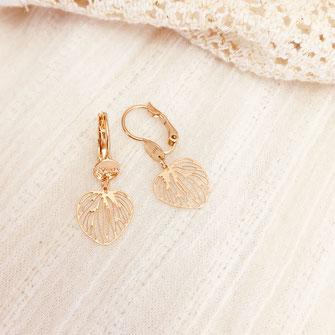 boucles d'oreilles gwapita doré plaqué or creatrice feuille petites coeur creation dessin creatrice bijoux Monica