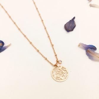 collier doré gwapita wapita bijoux createur creatrice instagram  necklace jewelry plaqué or fin dentelle fleurs Angèle bijoux