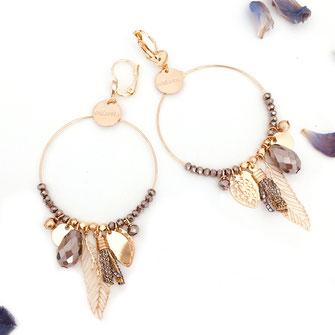 gipsy gwapita boucles d'oreilles earrings grosses belles créateurs perles pampilles breloques chic fin raffiné doré gris foncé couleurs plume pompon
