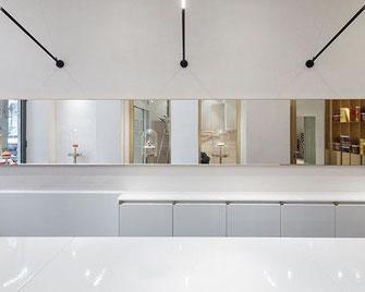 Pyrolave Lavastein gibt es in einer seidig matten oder auch einer glänzenden Anmutung und bietet somit auch unendliche Möglichkeiten für Ihre Küchenarbeitsplatten.