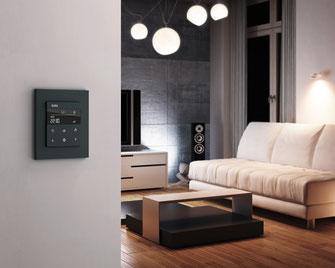 Gira hat flexible Smart Home Lösungen entwickelt, die Sie und Ihre alltäglichen Bedürfnisse in den Mittelpunkt stellen.