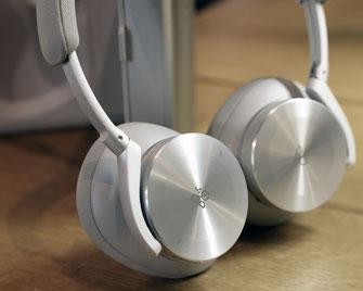 Tauchen Sie mit den Bang & Olufsen Beoplay H95 ein in reinen Klang und verlockende Stille, und betreten Sie Ihre ganz private Klanglandschaft.