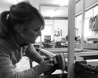 Schon als Kind hat Agnes Morguet immer gerne mit den Händen gearbeitet und das Schreinerhandwerk hat sie besonders fasziniert. Sie liebt die Natur, die Bäume, Holz - und das sieht man in ihren Entwürfen.