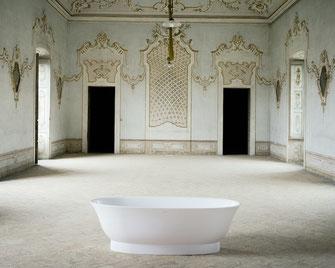 The New Classic von Laufen strahlt die Sachlichkeit der harmonischen Form aus - und kombiniert sie mit Zeitgenössischem. Klare Formensprache und moderne Eleganz für Ihr Badezimmer.