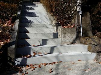 軽井沢での経年劣化したモルタル階段改修工事写真