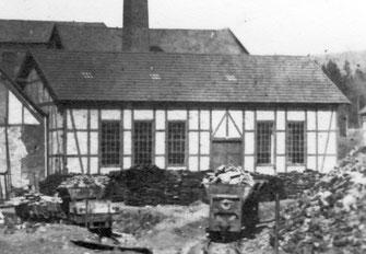 """Hier steht die spätere Turnhalle noch auf dem Grubengelände """"Bocherich"""""""