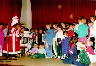 1. reguläre Veranstaltung in der fertigen Halle: Kinderweihnachtsfeier 1988