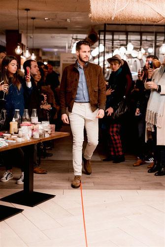 Veste en cuir, chemise denim et chino velours beige de chez REZA Nantes lors du défilé dress me up x agence meow à nantes en automne 2019