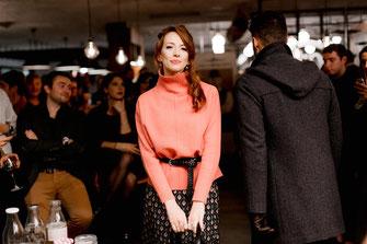 Combo robe longue et pull oversize par by méliana lors du défilé dress me up x agence meow à nantes en automne 2019