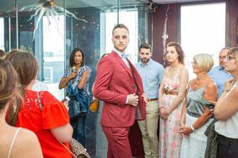 Costume sur mesure Atelier Coqlico de couleur bordeaux idéal pour un mariage