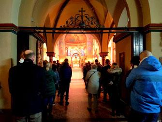 Meer kerkgangers dan zitplaatsen tijdens de zondagsdienst