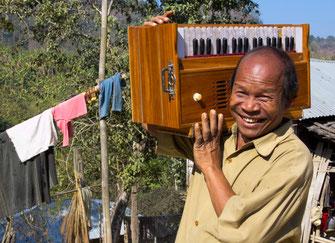 Čitagongo provincijoje gyvenančios Bangladešo gentys skiriasi išvaizda ir manieromis