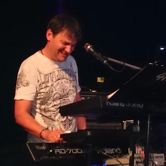Franz Keyboard, Vocals, Harp