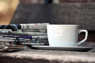 Journal avec une tasse