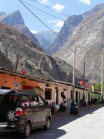 ... und ein freundliches Städtchen, Huayllanca, Peru (Fotos Jörg Schwarz)