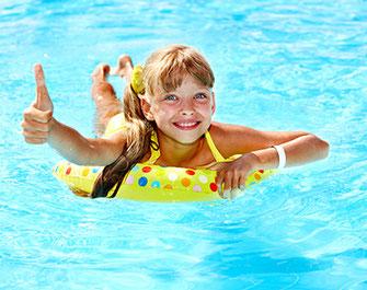 Kind glücklich nach Inneres Kind Einzelarbeit in Naturheilpraxis Voglreiter Yogaschule Schulungszentrum Voglreiter Bad Reichenhall