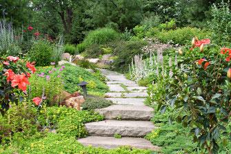 Mauerseglernistkästen und Schwalbennistplätze (Foto: Richard Straub, LBV-Bildarchiv)