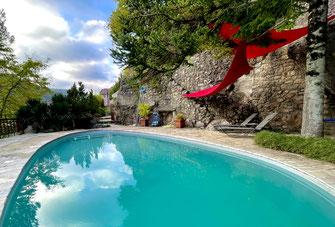 piscine-privee-chauffee-gite-exception-aveyron-location-vacances-à-proximite-du-viaduc-de-millau-le-colombier-saint-veran-pnr-grands-causses-region-occitanie-france