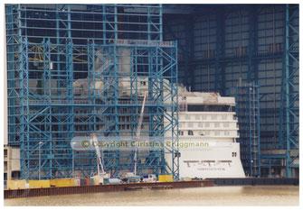 """""""NORWEGIAN STAR"""" im noch nicht ganz fertiggestellten Baudock 2  07.2001"""