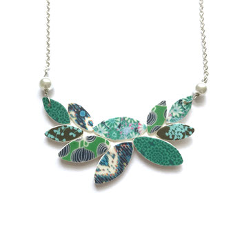 Green patterned leaf necklace