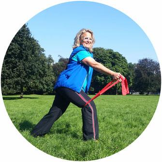 Stephanie Martin bei der Outdoor Gymnastik im Park