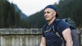 Mann beim Wandern Eptinger