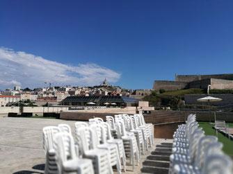 location chaises et tables Marseille centre vieux port