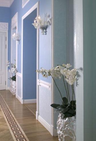 Дизайн интерьеров квартиры в дворцовом стиле. Коридор в квартире на наб. реки Мойки.