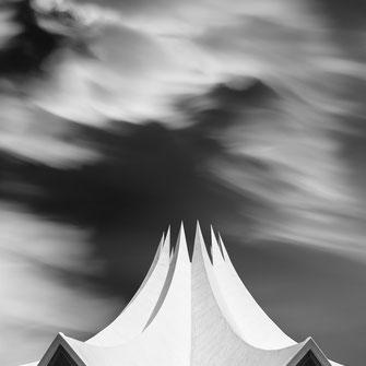 Tempodrom, Berlin, photography, Minimalismus, Fotografie, cityscape, Architektur, architecture, Holger Nimtz, Kunst, fine art, Fotokunst, Langzeitbelichtung, longexposure, schwarz-weiß, monochrome, black and white,