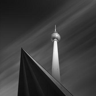 Berliner Fernsehturm, photography, Minimalismus, Fotografie, cityscape, Architektur, architecture, Holger Nimtz, Kunst, fine art, Fotokunst, Langzeitbelichtung, longexposure, schwarz-weiß, monochrome, black and white,