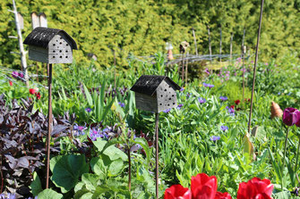 Insektenhotel im Garten - LBV-Bildarchiv Foto: Peter Bria