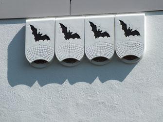 Fledermausnischen am Haus - LBV-Bildarchiv Foto: Rudolf Wittmann