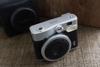 FUJIFILM Instax Mini 90 Neo Classic Sofortbildkamera Frontansicht