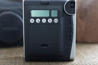FUJIFILM Instax Mini 90 Neo Classic Sofortbildkamera Rückansicht mit Bedienelementen