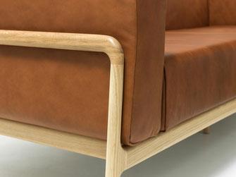 Fawn-Sessel-von-Gazzda-sehr-modern