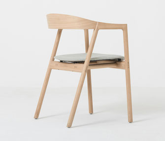 Gazzda-Stuhl-Muna-mit-Polsterung-aus-stoff