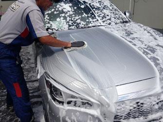 純水手洗い洗車の様子です