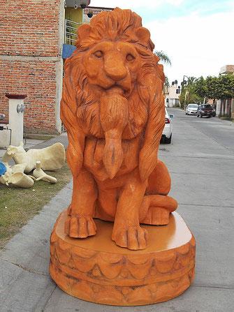 leon en espuma de poliuretano