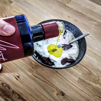 Porridge mit Kirschen und Olivenöl - für den perfekten Start in den Tag