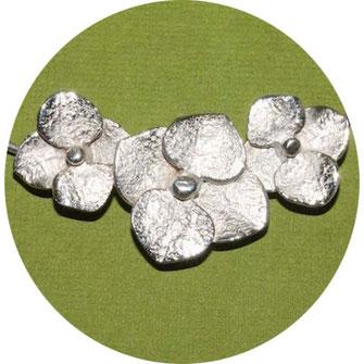 Bild:  Hortensiencollier  aus Silber, Schmuck aus Flensburg von Andrea Hildebrandt